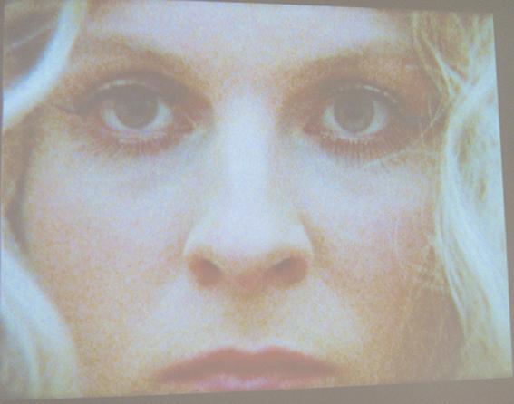 Vanessa Beecroft, Videostill , Ausschnitte aus der PerformanceVB68, Performance im MMK Frankfurt am Main 2011